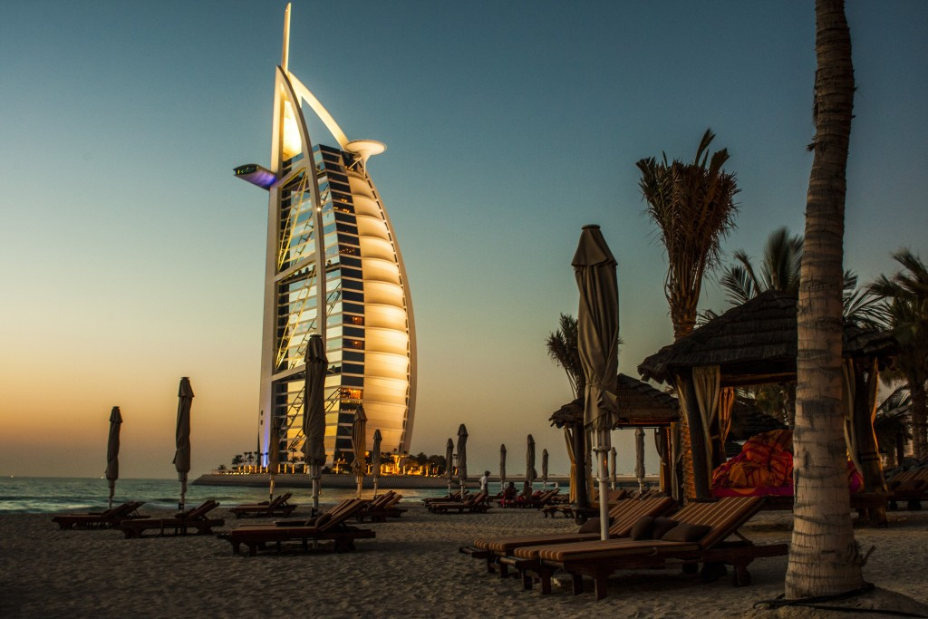 beach-hotel-dubai-photo-1418815018108-8d6ddf8da82d